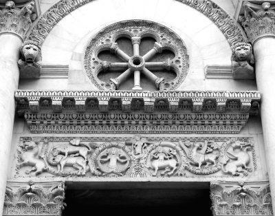 Chiesa_di_San_Michele_in_Foro,_Lucca,_Italia_ft testo